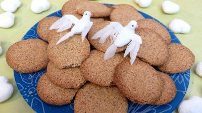 biscuits : Assiette de biscuits croustillants amandes-café