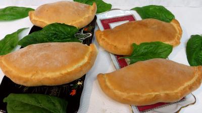 pizza au fromage : Plats de calzones aux épinards