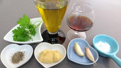 Ingrédients pour la recette : Vinaigrette à l'ail