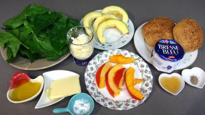 Ingrédients pour la recette : Tartines au bresse bleu