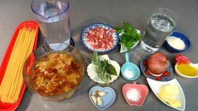 Ingrédients pour la recette : Bucatini à la paysanne