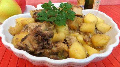 fricassée : Plat de fricassée de canard aux pommes
