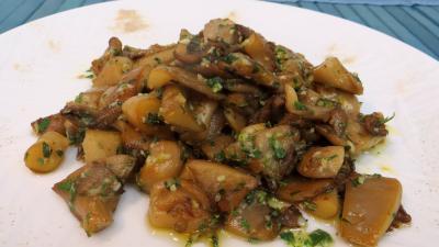 Recettes sans oeufs : Assiette de pleurotes à l'ail et au persil