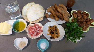 Ingrédients pour la recette : Chou-rave, châtaignes aux encornets