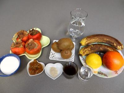 Ingrédients pour la recette : Soupe de kakis aux fruits