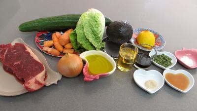 Ingrédients pour la recette : Concombre et sa salade de bœuf