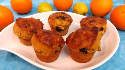 orange zeste : Plat de petits cakes au citron et à l'orange