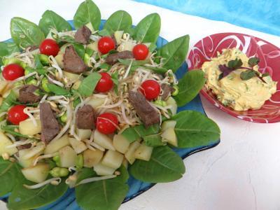 Mayonnaise aux 2 huiles : Plat de salade en sauce verte