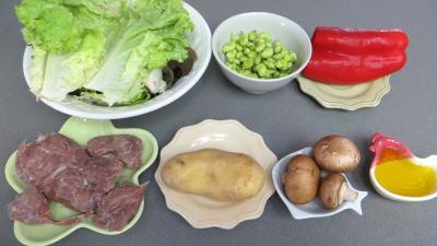 Ingrédients pour la recette : Fèves en salade aux gésiers confits