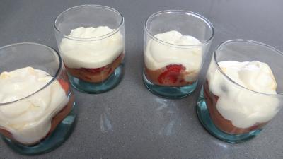 Verrines de fraises aux petits suisses - 5.4