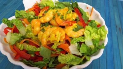 entrée à base de coquillages et crustacés : Saladier de gambas en salade
