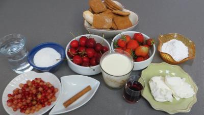 Ingrédients pour la recette : Verrines aux fruits rouges
