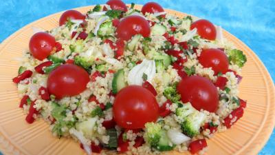 poivron rouge, vert, jaune : Assiette de taboulé façon libanaise