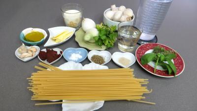 Ingrédients pour la recette : Bucatini aux champignons