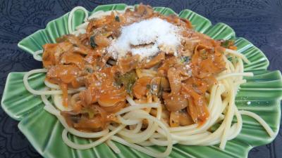 Pâtes alimentaires : Plat de bucatini aux champignons