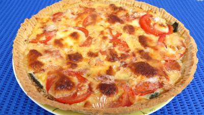 Cuisson au four : Assiette de tarte de tomates et de camembert