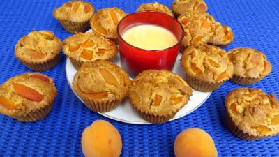 Dessert avec alcool : Assiette de muffins aux abricots
