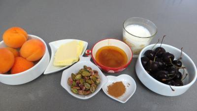Ingrédients pour la recette : Abricots au miel et pistaches