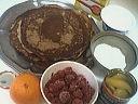 Ingrédients pour la recette : Gâteau de crêpes aux framboises et à la mangue