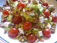 Salade feta au chou et aux noix