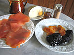 Ingrédients pour la recette : Pruneaux et abricots au foie gras