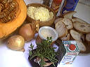 Ingrédients pour la recette : Soupe de potiron au pain