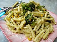 Image : Assiette de macaronis aux brocolis et maïs