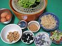 Ingrédients pour la recette : Violettes et primevères en salade
