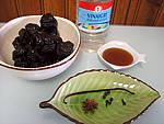 Ingrédients pour la recette : Pruneaux au vinaigre et au miel