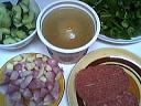 Ingrédients pour la recette : Steak haché au concombre et poivrons