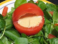 tomates farcies et sauce aux haricots
