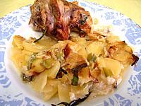 plat unique : Assiette de souris d'agneau aux pommes de terre et aux oignons