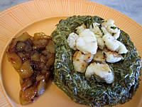 Lotte aux épinards et aux poires confites