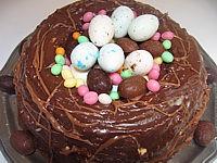 Gâteau en forme de nids de pâques (oeufs)