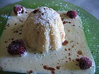 Pâtisserie recouverte de crème anglaise