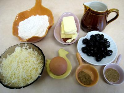 Ingrédients pour la recette : Gressins aux olives et à l'emmental