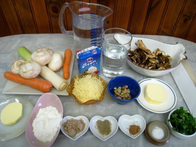 Ingrédients pour la recette : Velouté de cèpes à la landaise et son béret