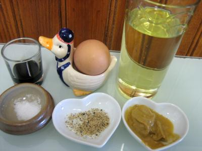 Ingrédients pour la recette : Sauce mayonnaise au batteur-mélangeur