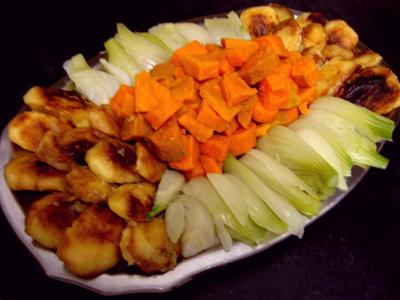 chapon : Assiette de chapon aux pommes et légumes avec sauce au champagne et armagnac