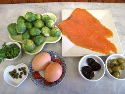 Ingrédients pour la recette : Amuse-bouche au saumon fumé et aux choux de Bruxelles