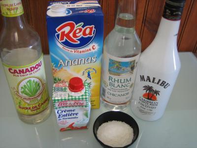 Ingrédients pour la recette : Cocktail au rhum blanc et noix de coco