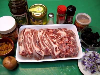 Ingrédients pour la recette : Agneau aux violettes et aux graines de sésame