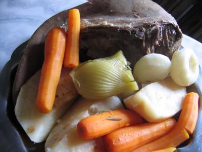 Langue de boeuf : Assiette de langue de boeuf en pot au feu