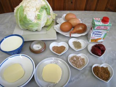 Ingrédients pour la recette : Flans de chou-fleur et sa sauce crémée
