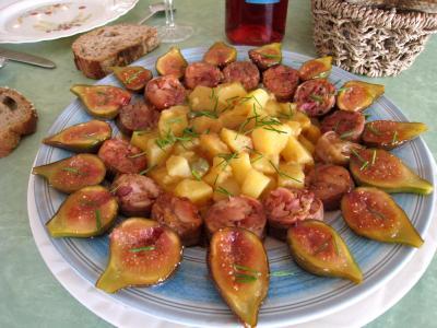 andouillette : Assiette d'andouillettes aux figues