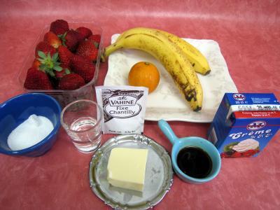 Ingrédients pour la recette : Bananes et fraises chantilly