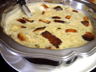 recette à la bière : Soupière de soupe à l'oignon et aillette à la crème