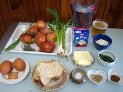 Ingrédients pour la recette : Soupe à l'oignon et aillette à la crème