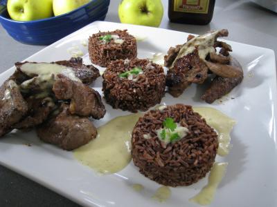 Image : Assiette de service d'aiguillettes de canard gras au coulis de pomme