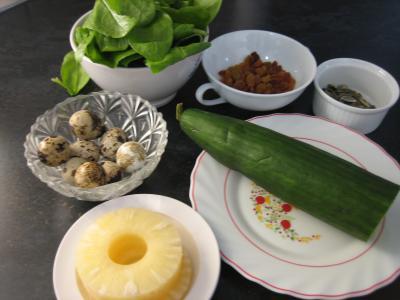 Ingrédients pour la recette : Salade de concombre et oeufs de caille